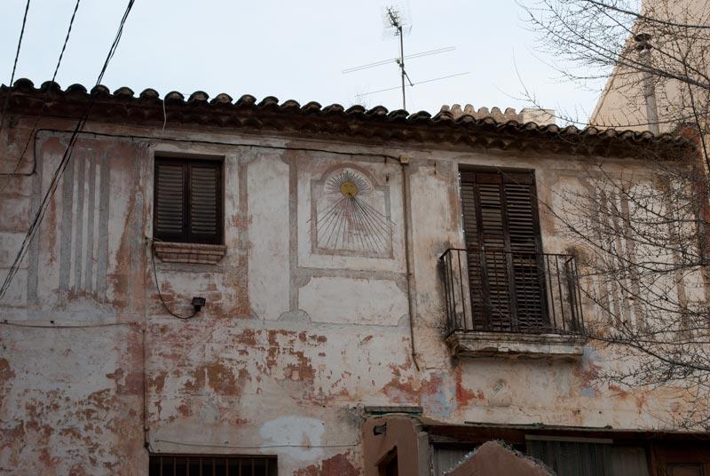 Imagen de una fachada antigua de Horta